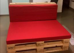 Классические подушки из поролона для дивана из поддонов в Рекрутинговое Агенство